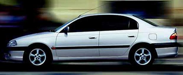 Toyota avensis for Interieur nissan primera 2000